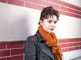 Elina Duni est arrivée en Suisse en 1991. Chanteuse, elle représente aujourd'hui la communauté albanaise de Suisse.