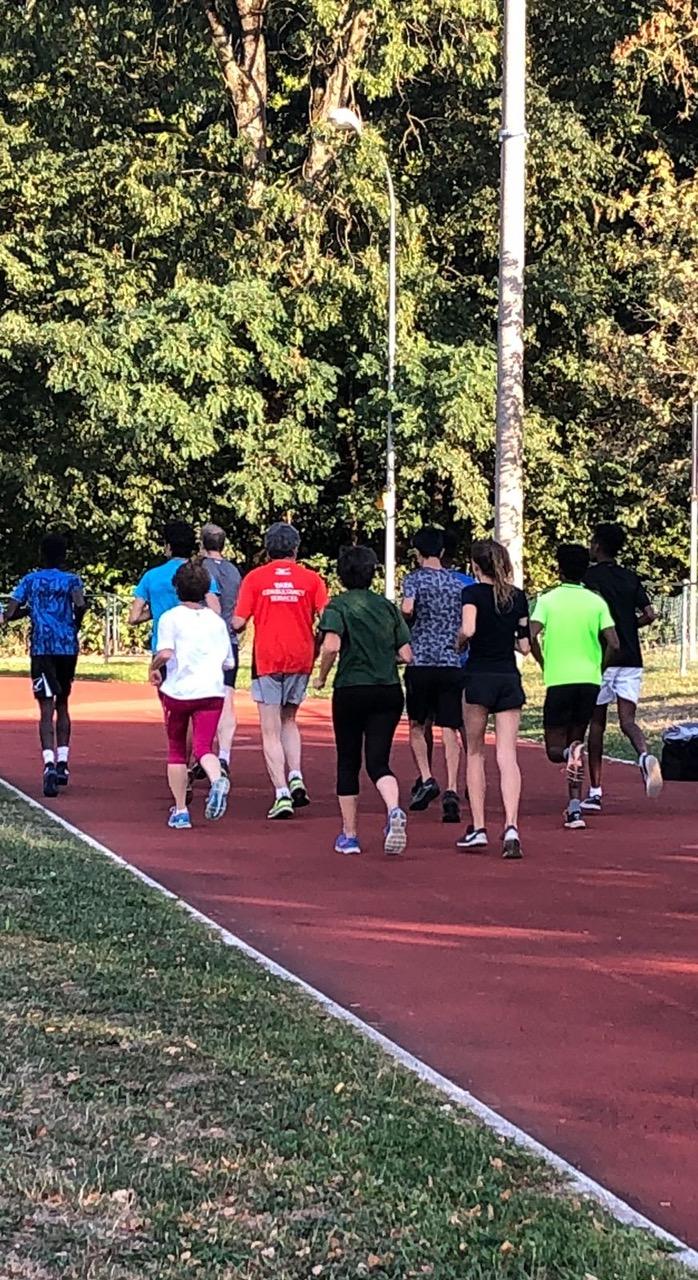 Run2Run à Carouge : Les familles-relais et les jeunes requérants participent au 10km relais